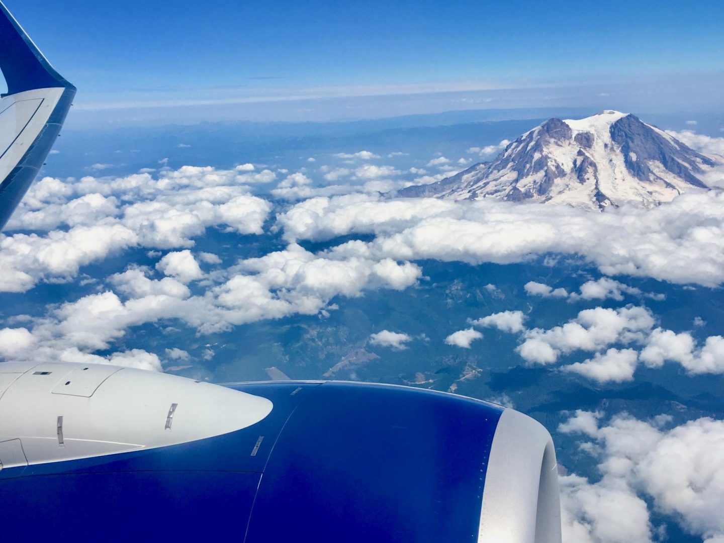 Travel Gift Guide | Seattle Mountains by Air | The Spectacular Adventurer