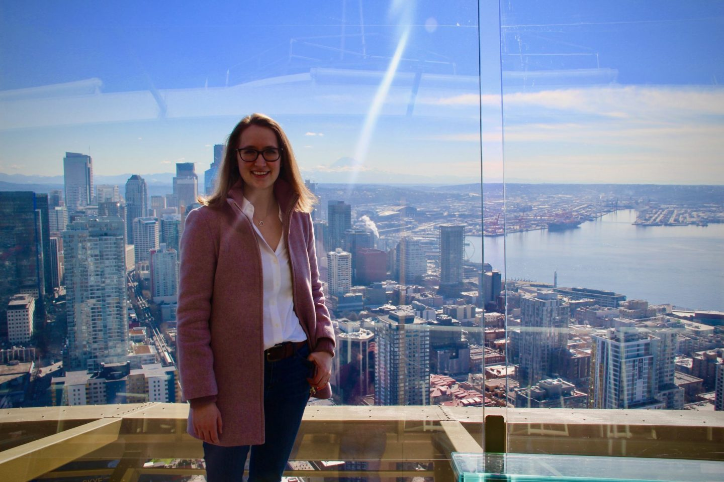 Seattle Space Needle in classic white blouse, Washington ... 24 hours in Seattle ... The Spectacular Adventurer