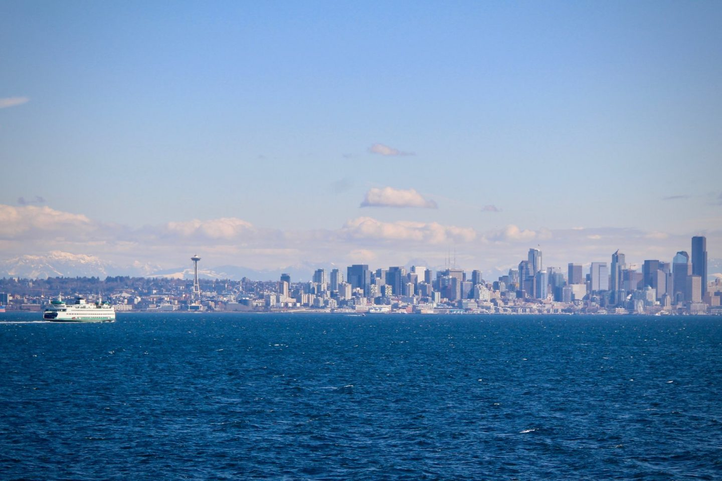 downtown Seattle skyline view, Washington - The Spectacular Adventurer