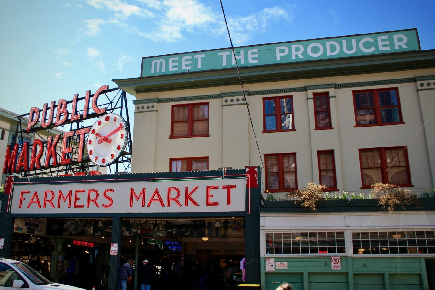 Pike Place in Seattle, Washington ... 24 hours in Seattle ... The Spectacular Adventurer