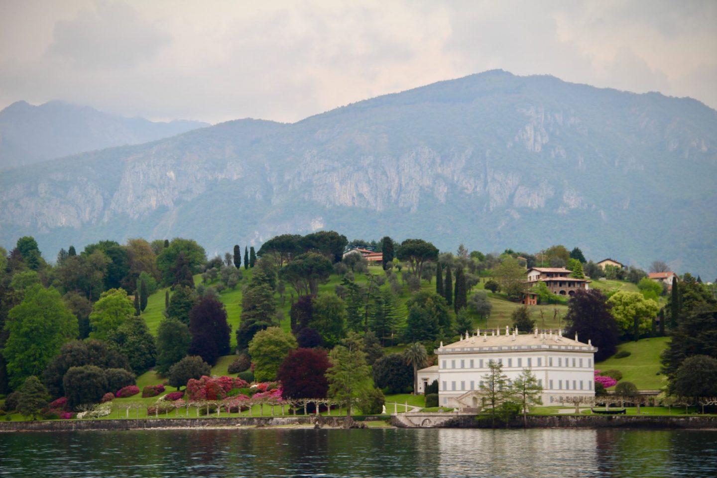 Lake Como ... Mansions in Lake Como Italy ... The Spectacular Adventurer