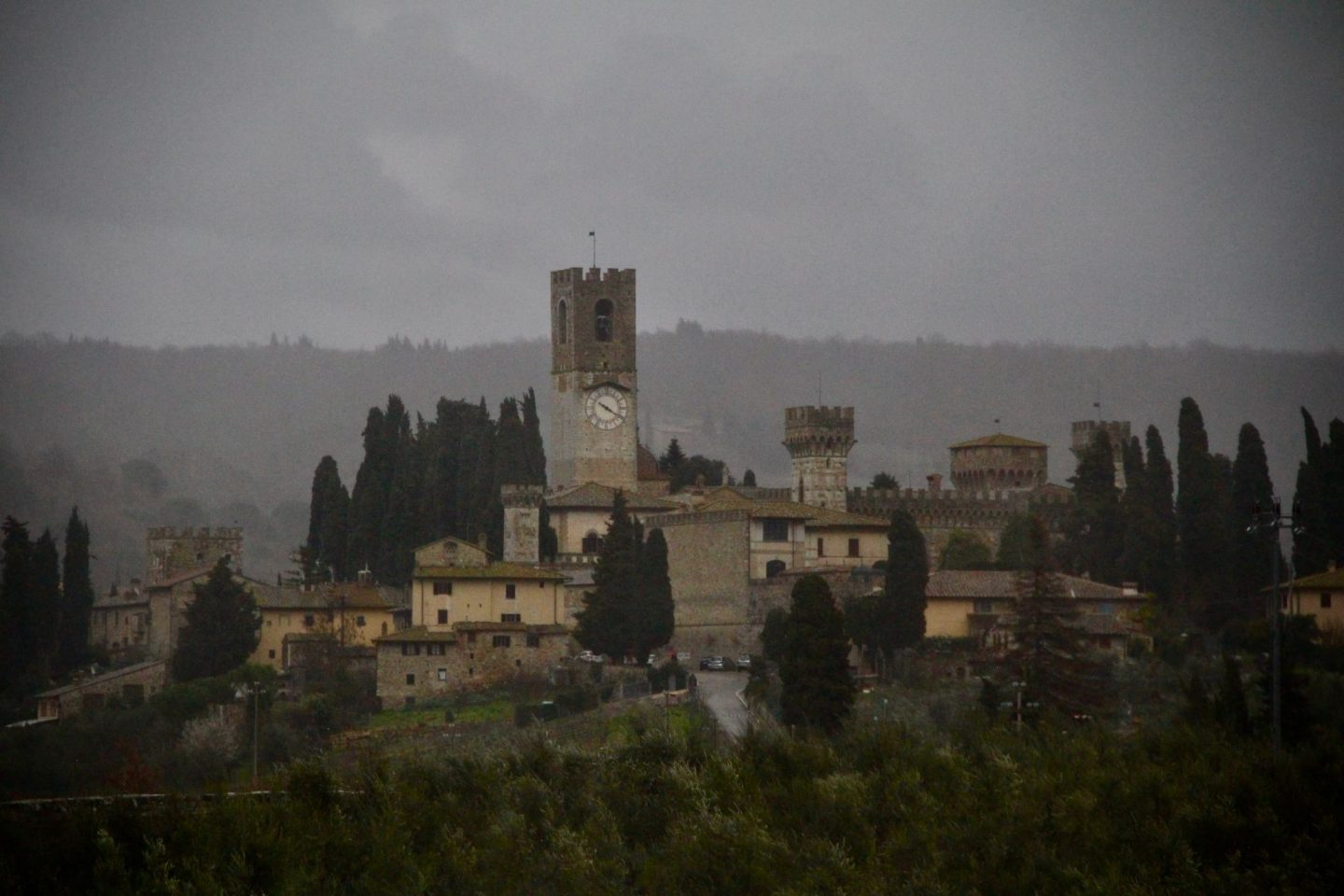 Chianti castles ... Italian Tuscany Hills ... The Spectacular Adventurer