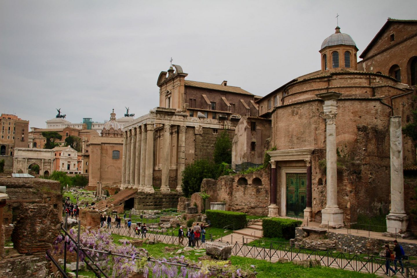 Roman Forum ... Top 10 things to do in Rome Italy ... The Spectacular Adventurer