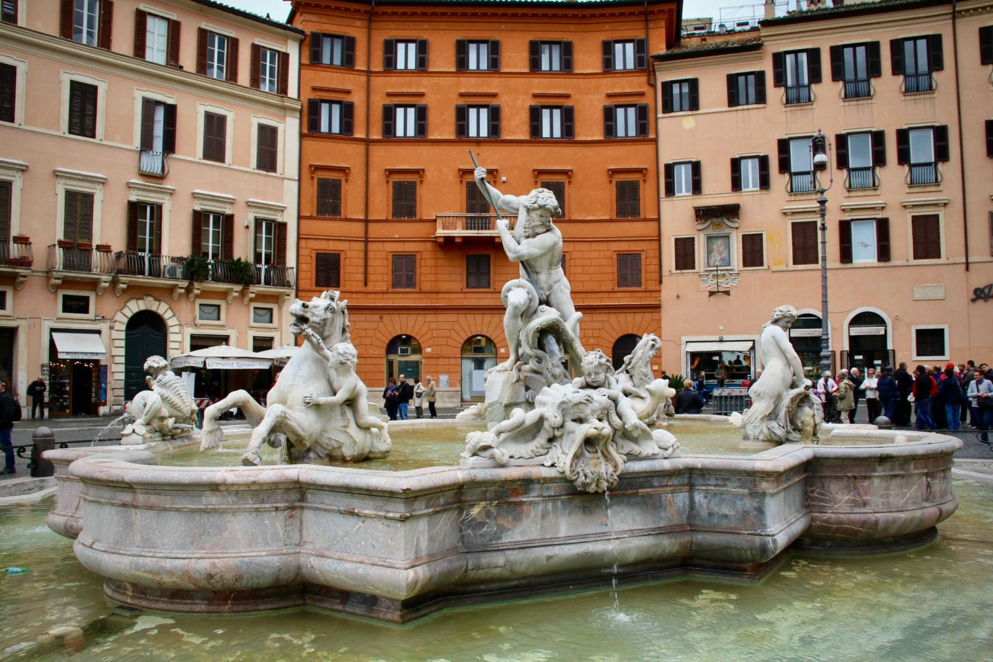 Piazza Navona ... Rome Travel Guide ... The Spectacular Adventurer