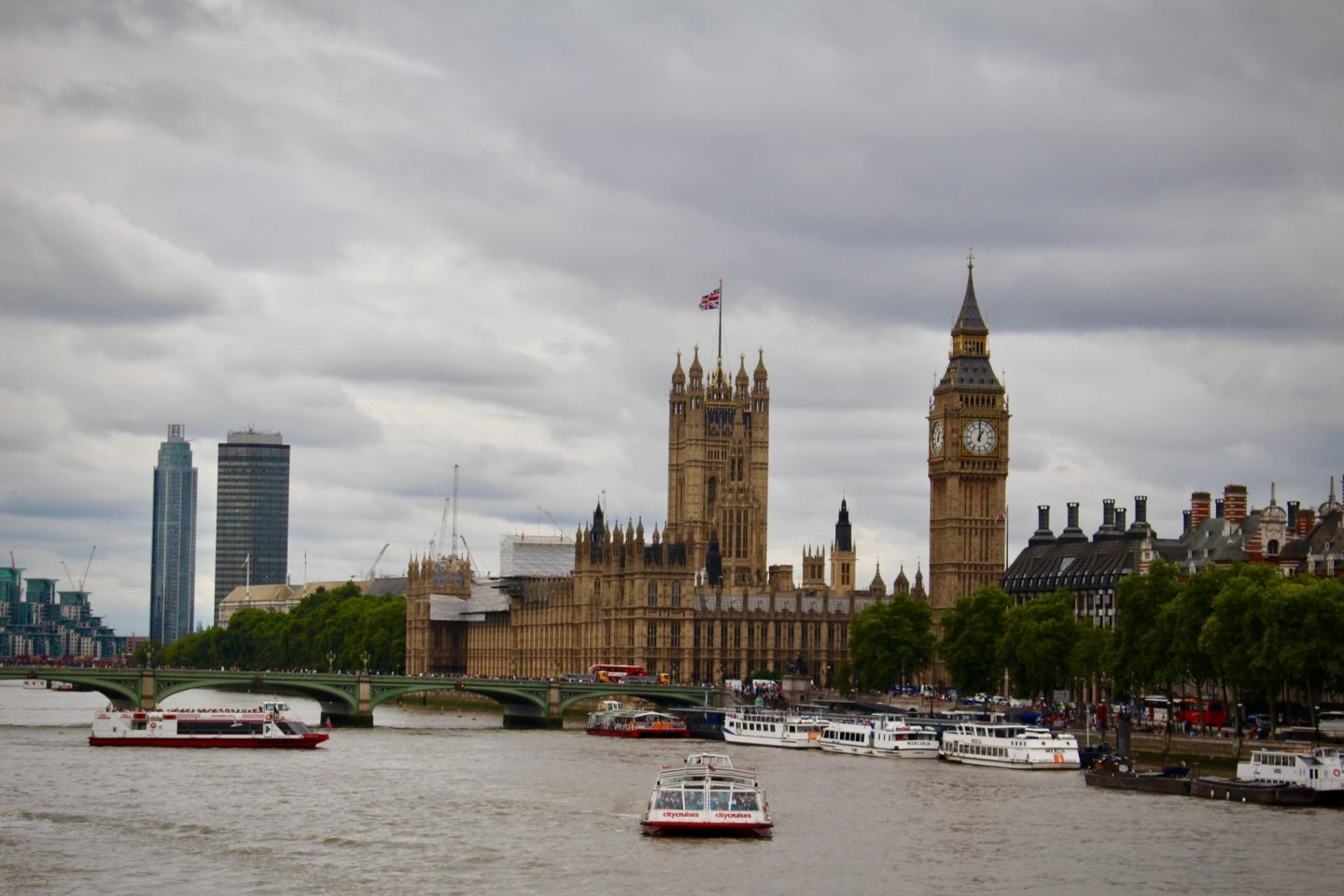 Big Ben and Parliament ... London Travel Guide ... The Spectacular Adventurer