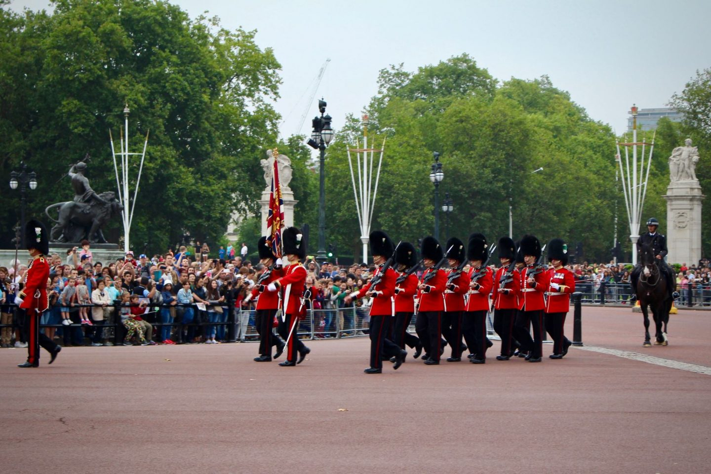 Buckingham Palace Changing of the Guards | 7-day London Itinerary | The Spectacular Adventurer