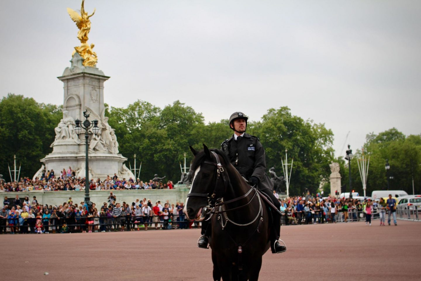 24 hours in Buckingham Palace