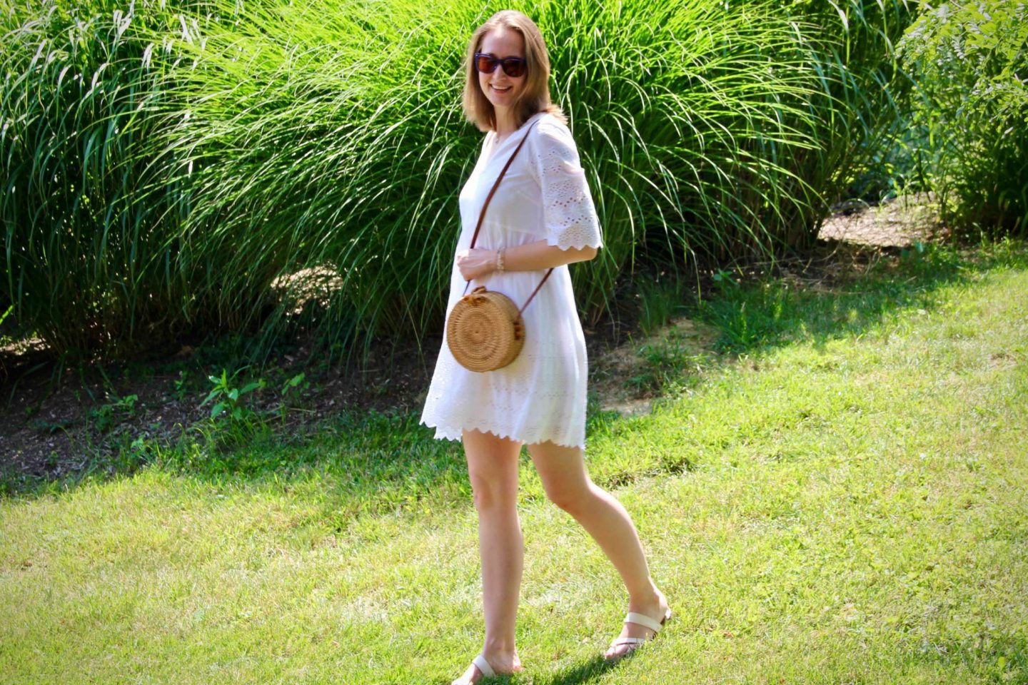 How to accessorize a white dress with a straw purse & Tory Burch sunglasses ... the spectacular adventurer