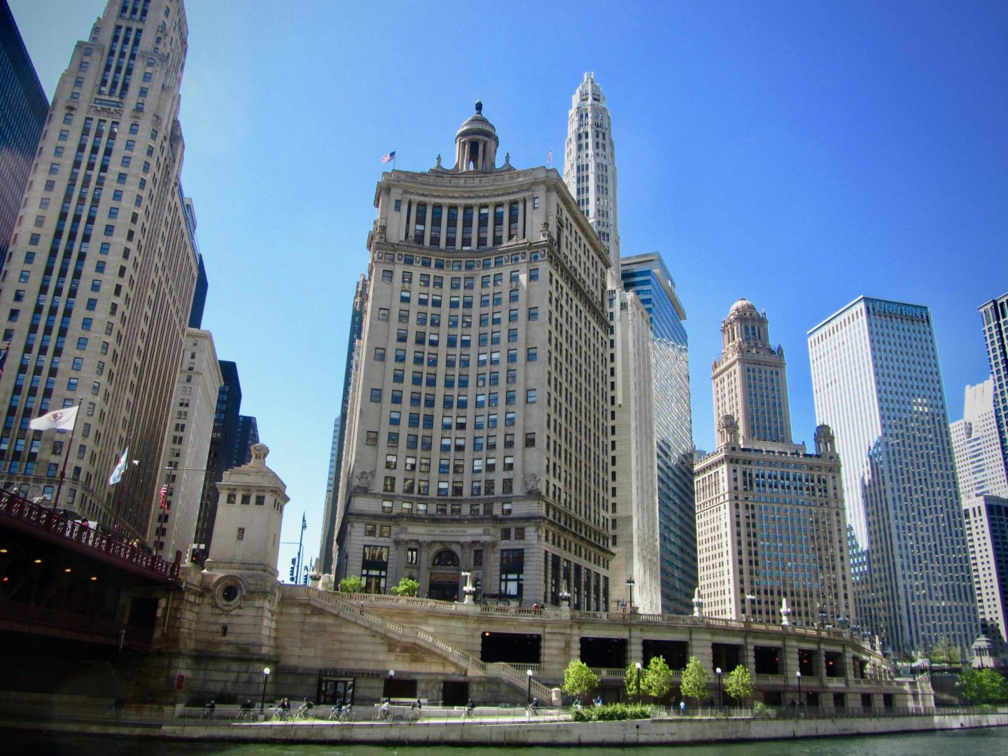 Chicago River Front ... 3-day Chicago Itinerary ... The Spectacular Adventurer
