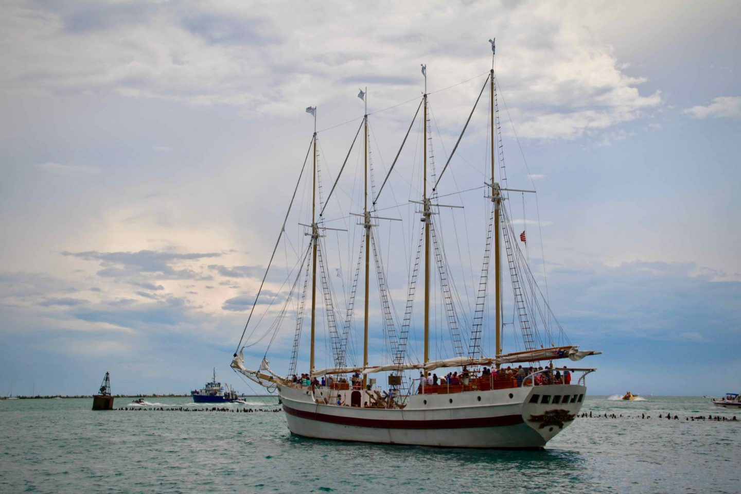 Chicago Tall Ship on Lake Michigan | Chicago Travel Guide | The Spectacular Adventurer