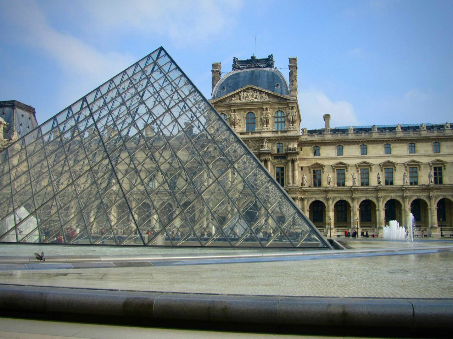 Louvre Museum Pyramid | Paris Travel Guide | The Spectacular Adventurer