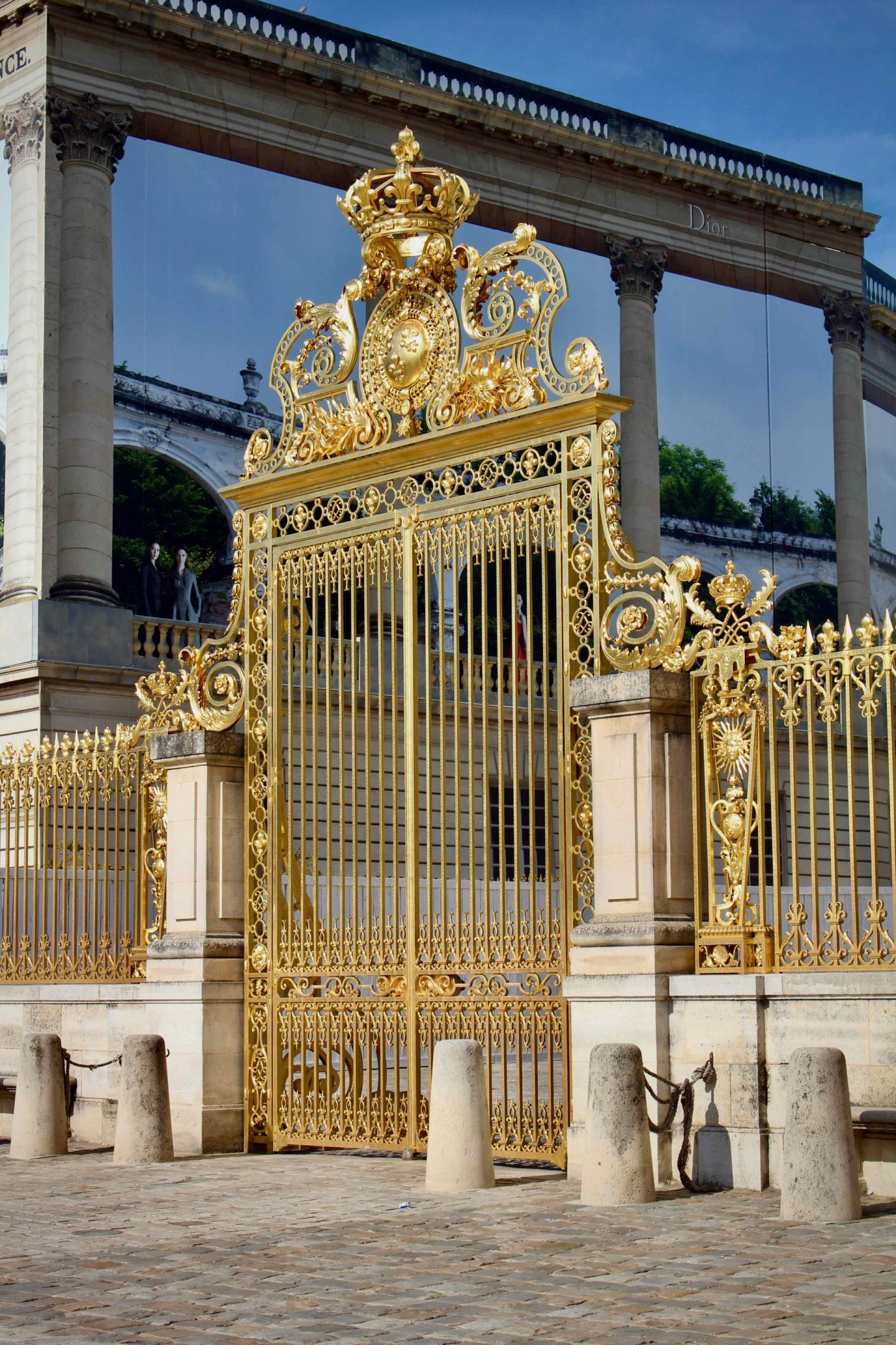 Versailles Gate | Day trip from Paris to Versailles | The Spectacular Adventurer