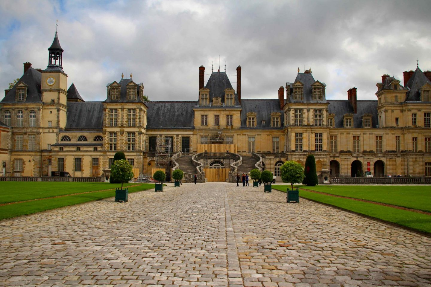 Fontainebleau Chateau | 7-Day Paris Itinerary | The Spectacular Adventurer