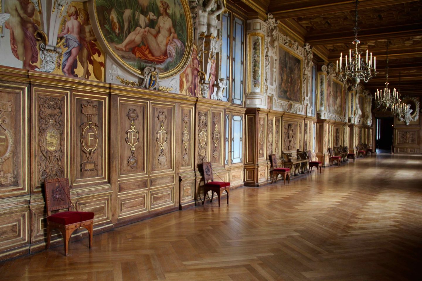 Fontainebleau Chateau Galleries | The Spectacular Adventurer