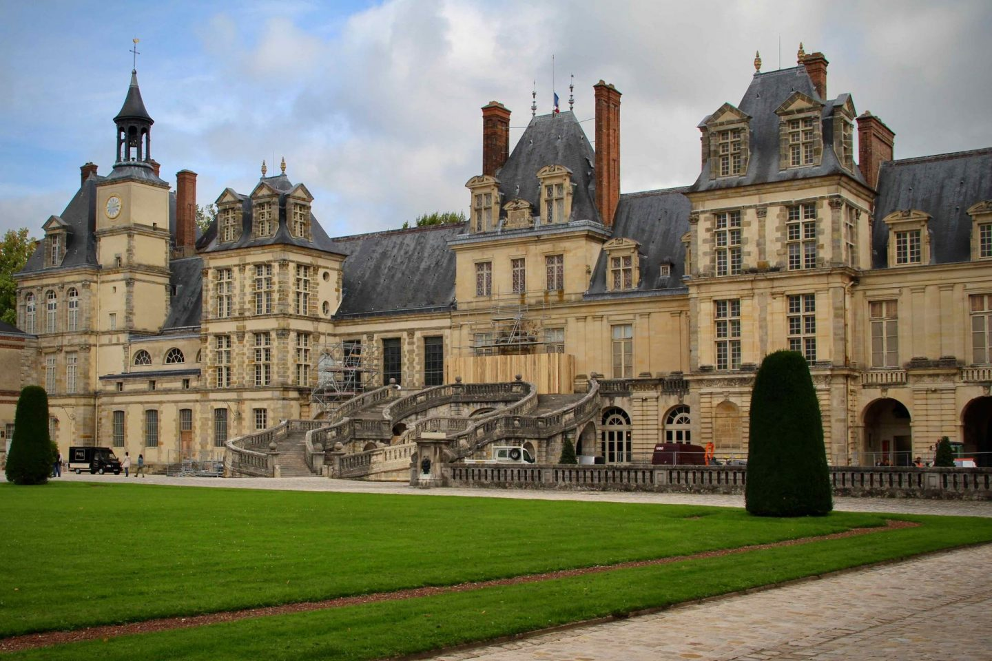 Fontainebleau Travel Guide
